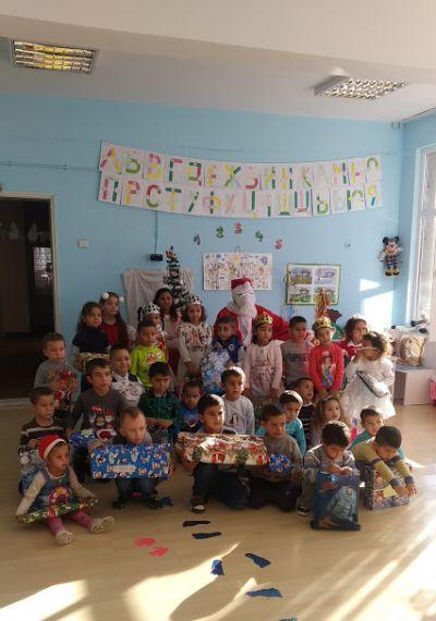 Дядо Коледа на гости при децата - ДГ Камбанка - Друмево